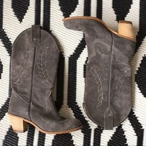 Gorgeous Vintage gray suede leather cowboy boots 6
